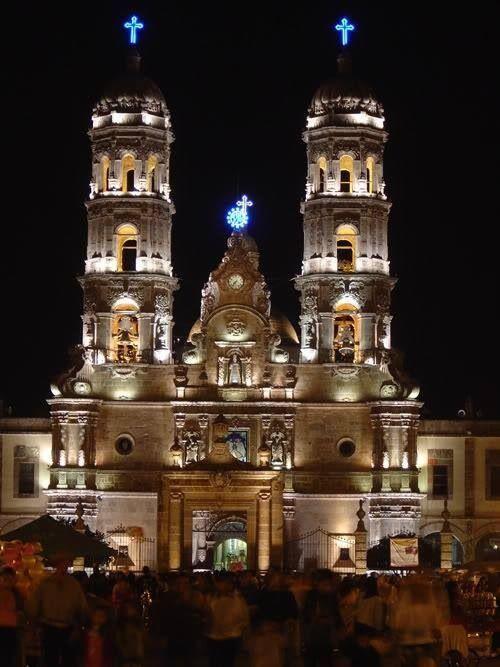 Pin De Carlos Alberto En México Lugares Magicos De Mexico Catedral De Guadalajara Viajes En Mexico