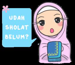 New Funny Emoji  Muslimah yang satu ini kembali lagi dengan stiker baru yang dapat kamu gunakan sehari-hari, Ayo hiasi ruang chat kamu dengan ekspresinya yang imut dan kekinian. 11