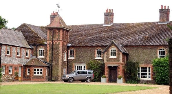 The Stunning 10 Bedroom Anmer Hall On The Queen S Sandringham