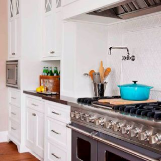 Love This Oven White Tile Backsplash And Aqua Le Creuset Cast Iron Pot Chic Clean Kitchen