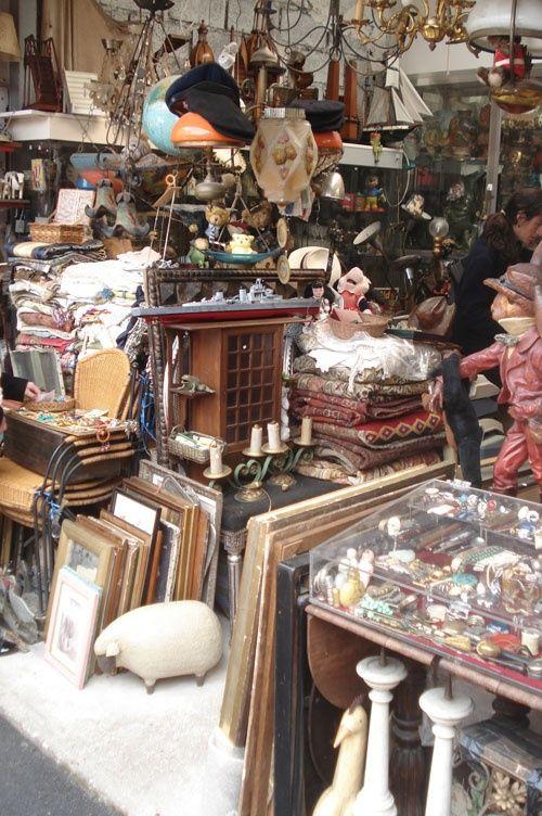 Voor ieder wat wils op de vlooienmarkt in Parijs.