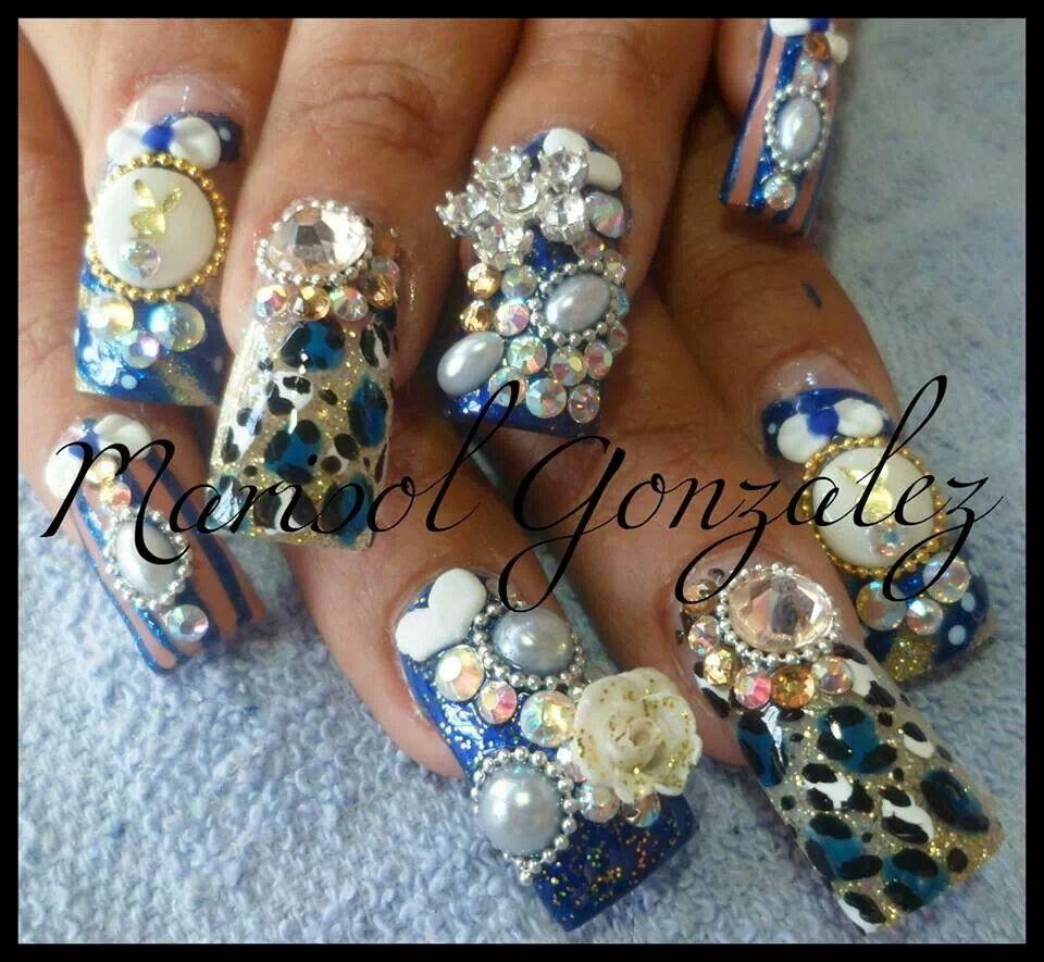 Uñas animal print estilo Sinaloa en color azul, mucho Zwarovzky ...