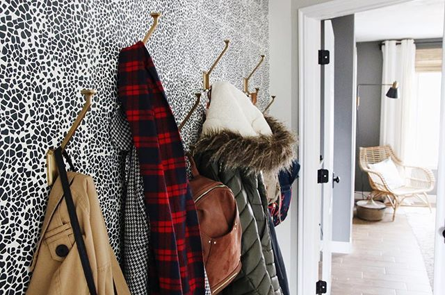 Everyone is only allowed to have two coats and 1 bag hanging in the entry... except mom. Mom gets three coats. 😬  Ps! Our gift guide for guys just hit the blog!!! Link in my profile!  #rulesarerules #entry #interiorinspo #outerwear #cljhouse #mypotterybarn #hyggeandwest #serenaandlily #loveyourhabitat
