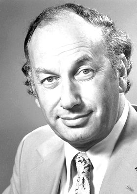 """John R. Vane, The Nobel Prize in Physiology or Medicine 1982: """"for their discoveries concerning prostaglandins and related biologically active substances"""", biochemistry, chemistry"""