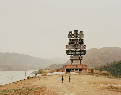 Nadav Kander, Monument to Progress and Prosperity II, Fengjie, Sichuan [Yangtze, The Long River].
