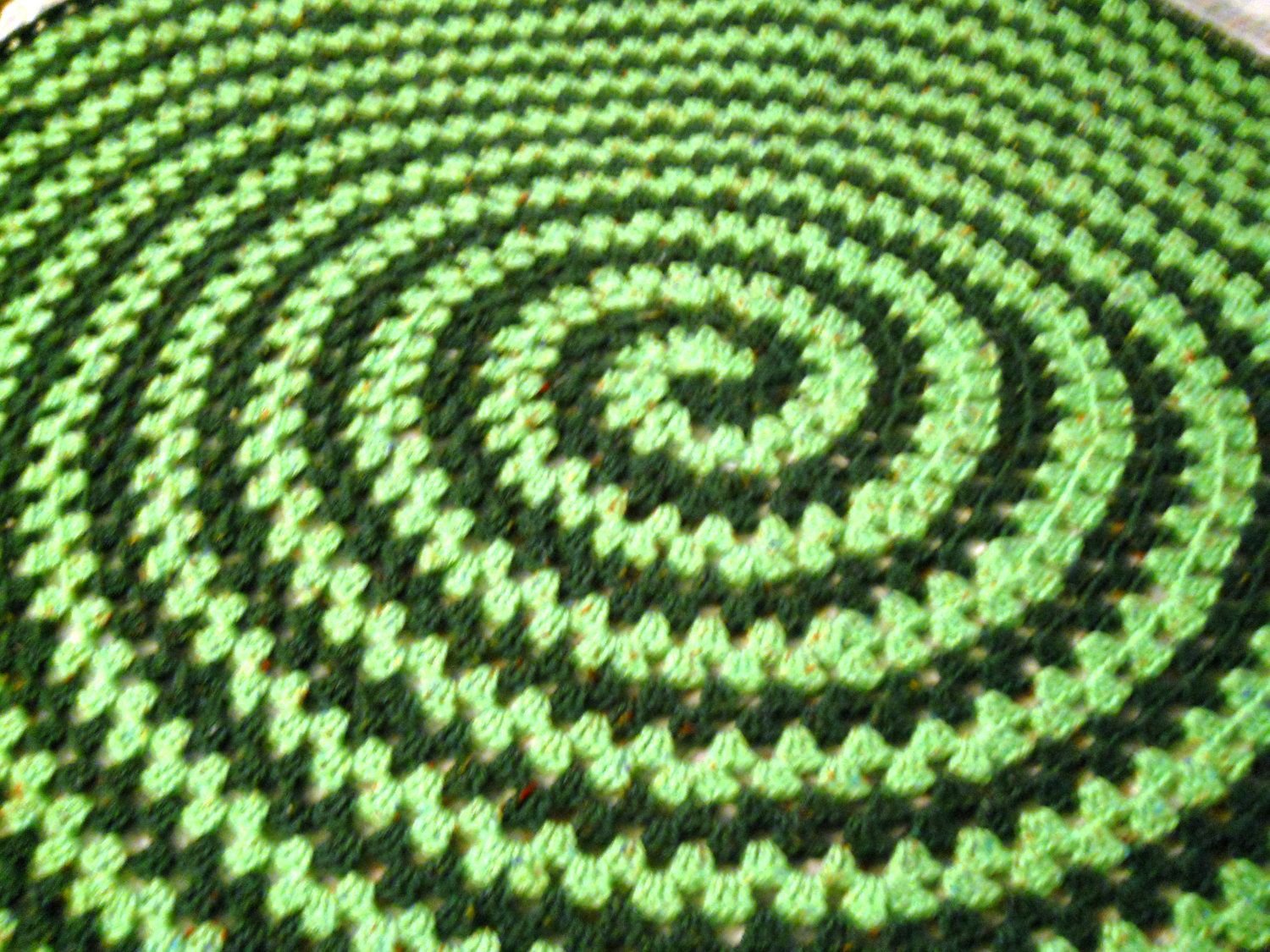 Spiral Round Granny Blanket - wanna do something like this for a rug ...