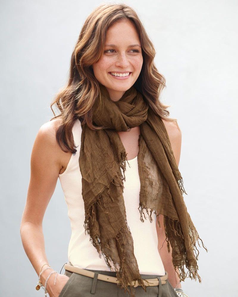 Retrouvez les foulard, les tendance mode automne hiver, les modèles les  plus originaux, les plus fashion pour les hommes et femme, une mode pas  cher. 8f8ad0e323e