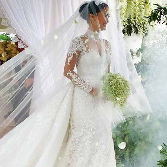 In Focus Heart Evangelista In Her Wedding Dress Chisms Net Wedding Veil Styles Wedding Dresses Long Train Wedding Dress