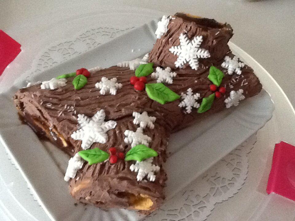Decorare Il Tronchetto Di Natale.Tronchetto Di Natale Farcito Con Crema Pasticciera Al Cioccolato