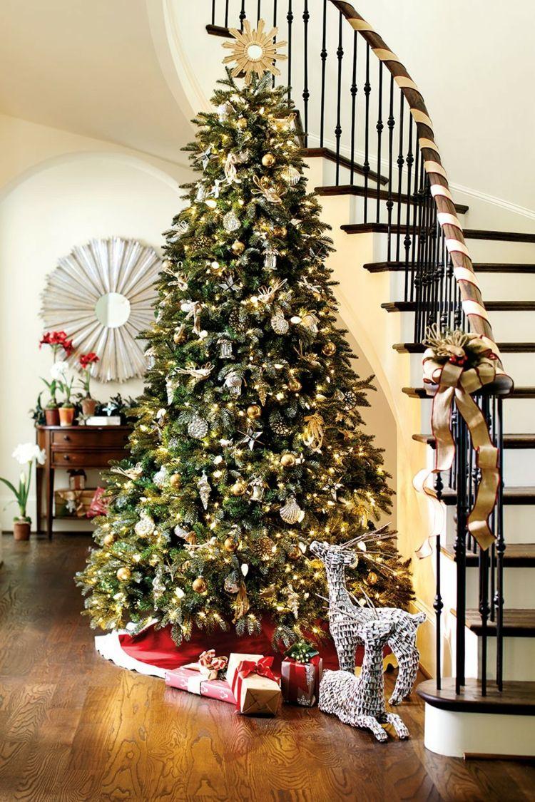 Treppengel nder dekorieren weihnachtlich b nder weihnachtsbaum eingangsbereich weihnachtsdeko - Weihnachtsbaum dekorieren ...
