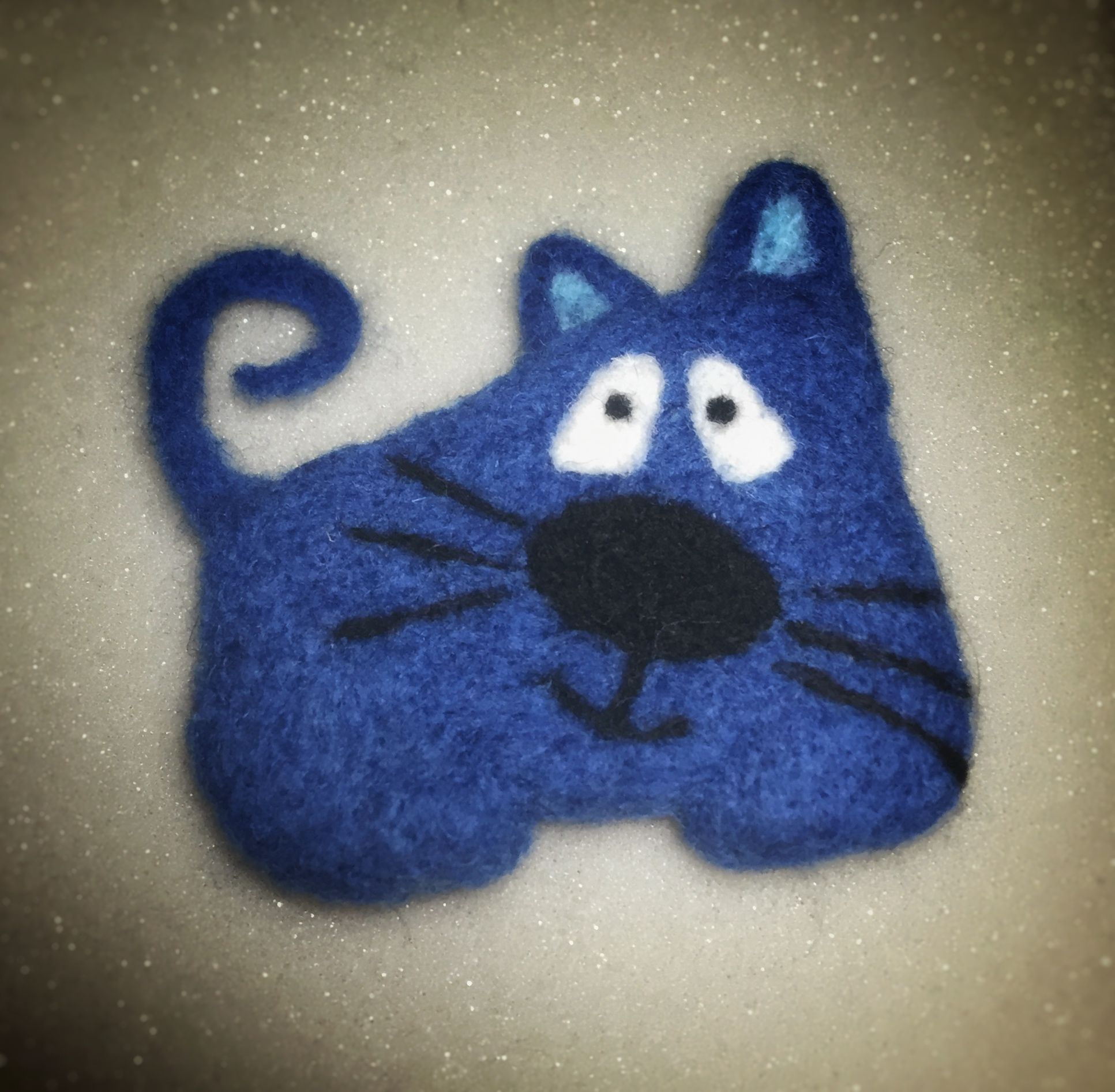 Needle felt - cute cat brooch