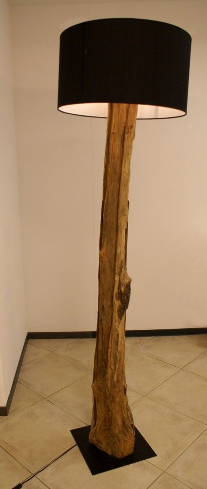 Lampada con tronco in legno vecchio recuperato e paralume ...