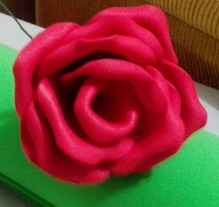 herthalartes:  rosa vermelha de e.v.a