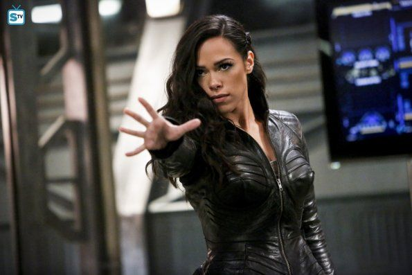 """#TheFlash 3x14 """"Attack on Central City"""" - Gypsy"""