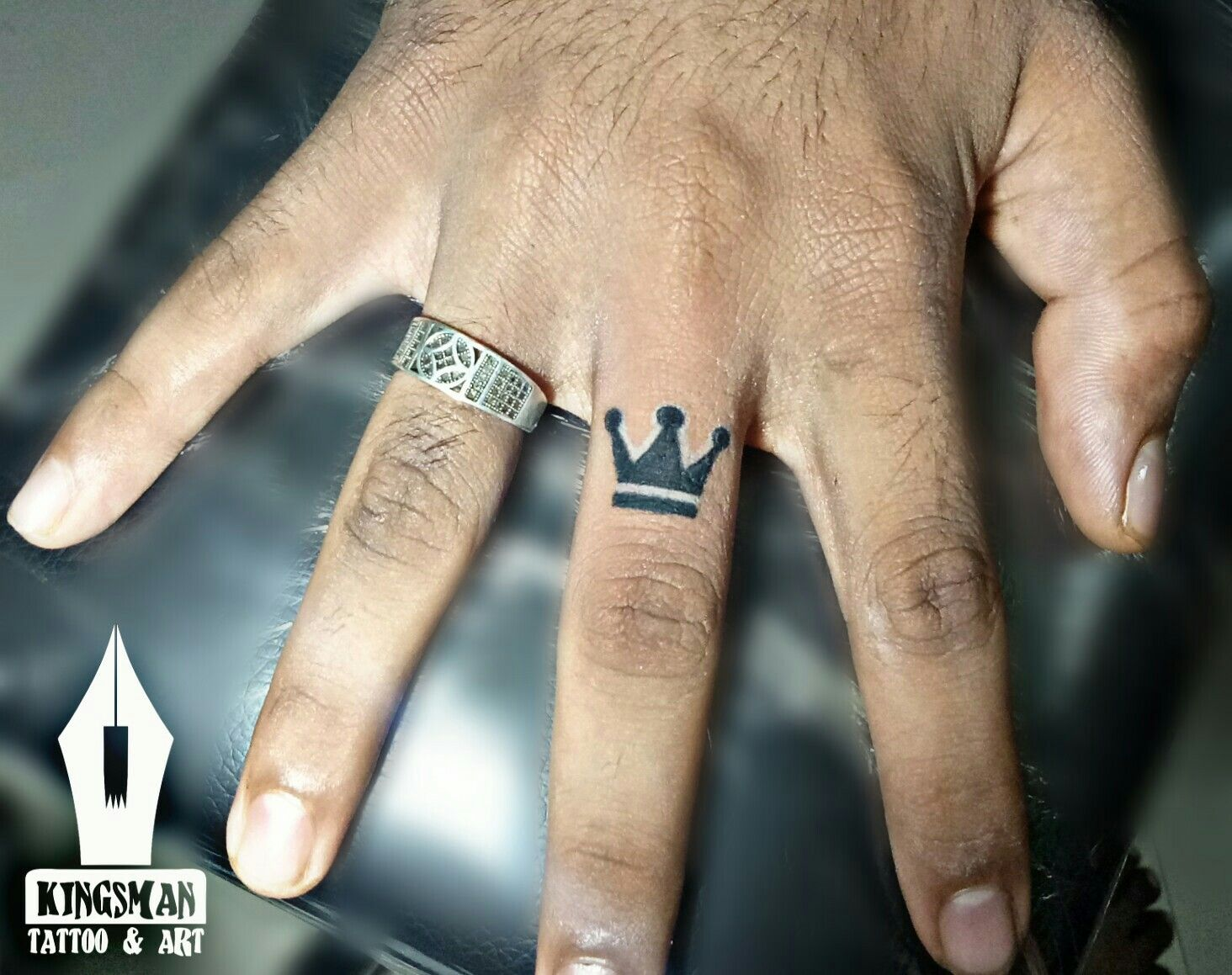 Crown Tattoo For Boys Crown Finger Tattoo Crown Tattoo Finger