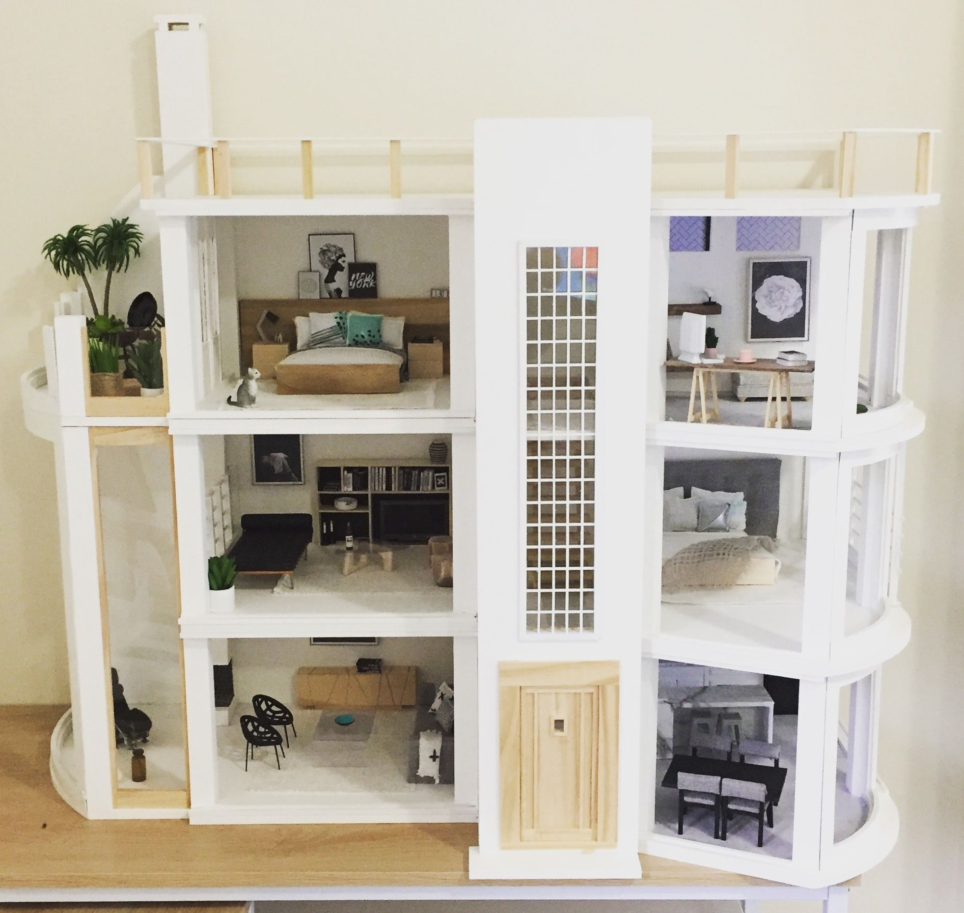 Modern Dollhouse By The Dollhouse Emporium Malibu Dollhouse Kit 1 12 Scale Miniatures Follow Onebrownbear On Instag Doll House Modern Dollhouse Dollhouse Kits