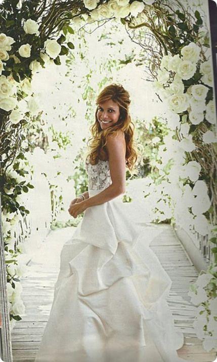 Robbie William S Bride Ayda Fields Wedding Dress Celebrity Wedding Dresses Wedding Dresses Celebrity Weddings