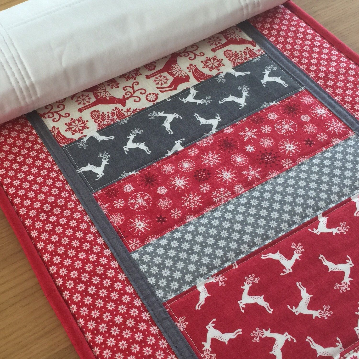 Red Christmas Table Runner Scandi Table Runner Patchwork Etsy Quilted Table Runners Scandinavian Quilts Place Mats Quilted