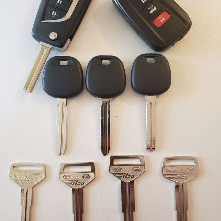 Toyota Keys Replacement In 2020 Lost Car Keys Key Replacement Make Keys
