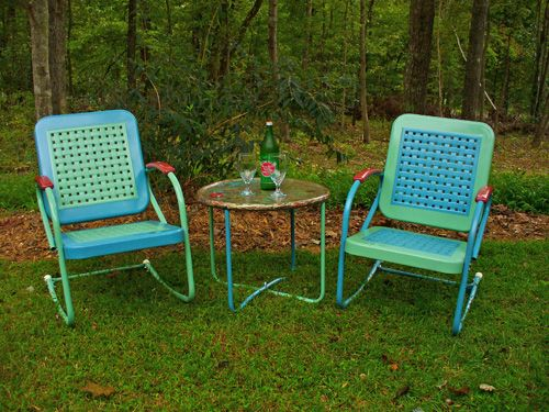 Cute paint scheme on the retro metal lawn chairs. - Cute Paint Scheme On The Retro Metal Lawn Chairs... Start NOW