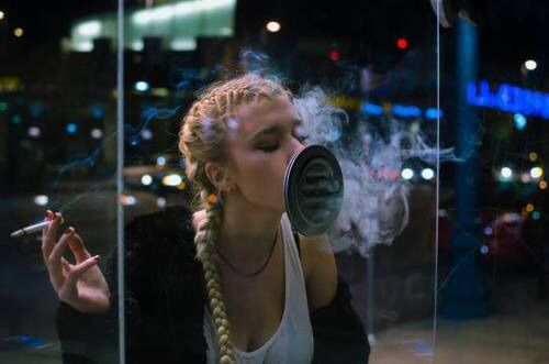 Image via We Heart It #blonde #blow #cigarettes #grunge #smoke #blowkiss #sadly #grungegirl