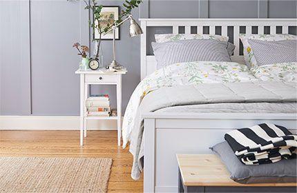 hemnes ablagetisch in weiß im schlafzimmer | bedroom | pinterest ... - Schlafzimmer Landhaus Weiss