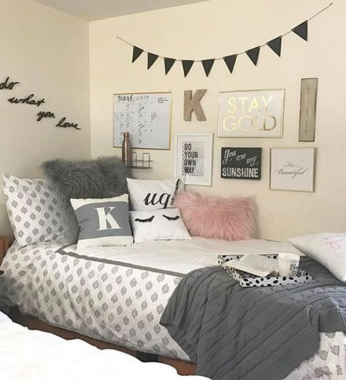 17 unique things to put on your dorm walls besides photos - Things to put on a wall ...