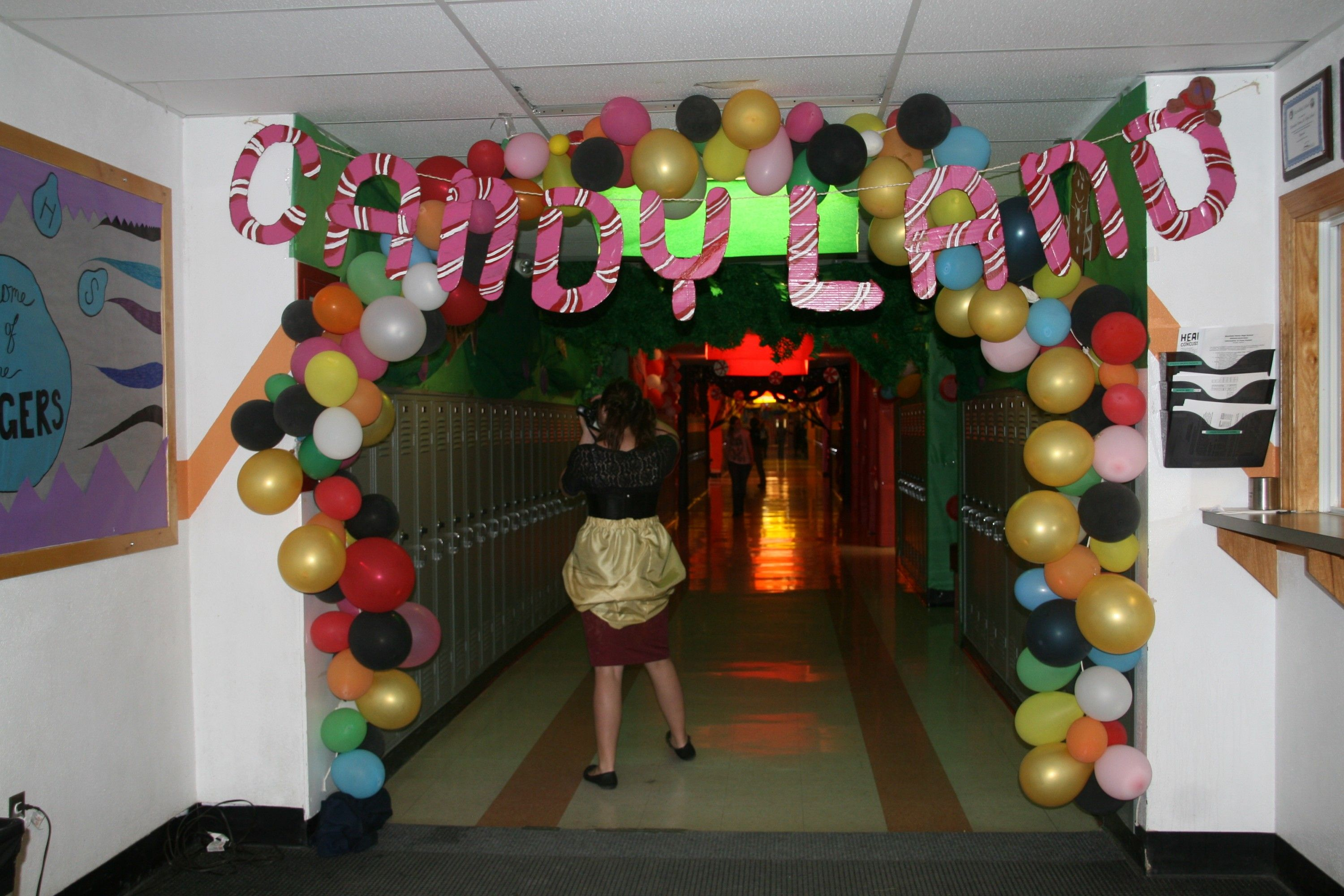 Hallway decorating picture 3 candyland hallway for Christmas hall decorations
