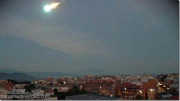 Una extraña bola de fuego apareció en el cielo de España - http://panamadeverdad.com/2014/09/07/una-extrana-bola-de-fuego-aparecio-en-el-cielo-de-espana/