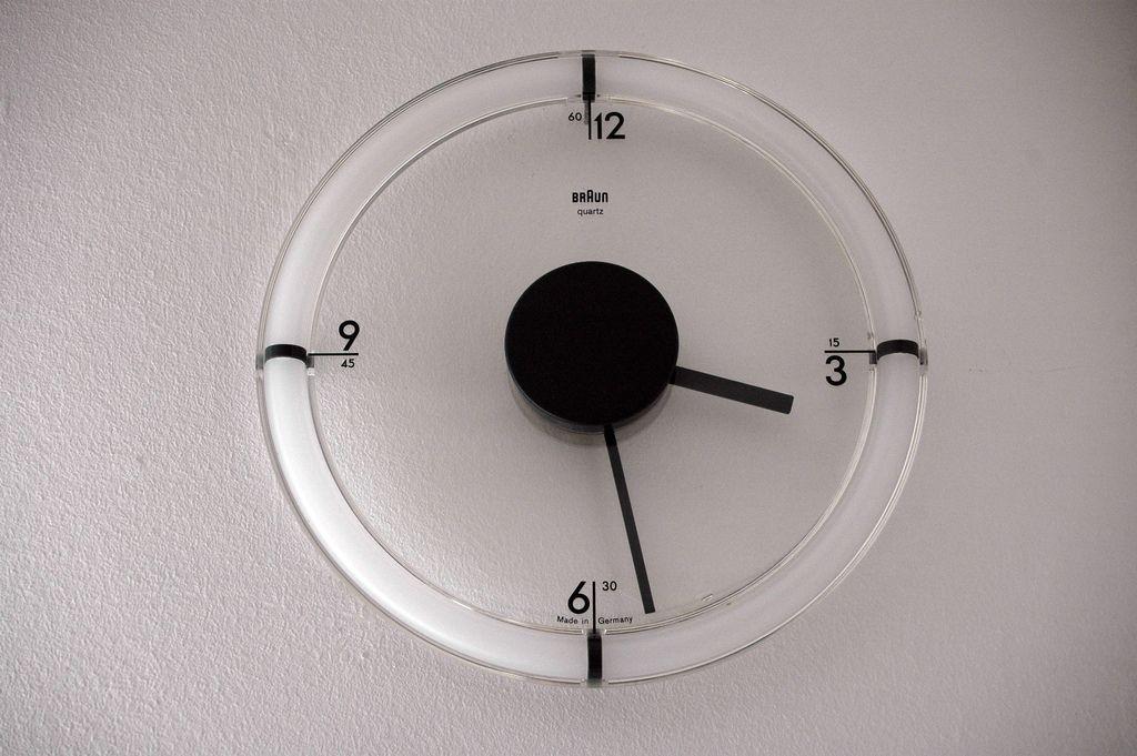 Braun Acryl Wanduhr ABW 35 type 4778 D Lubs (Zunge50) Tags clock