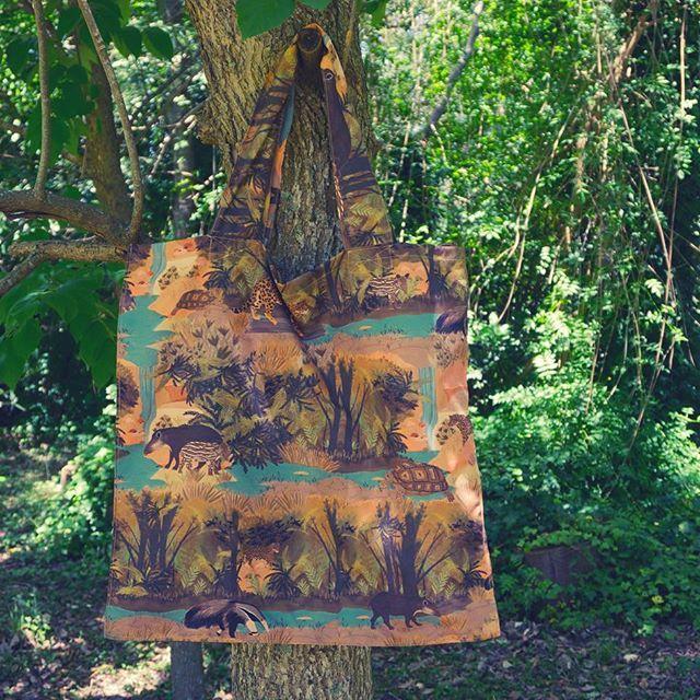 Mega Bolsa #Perenne 💚 Link en Bio 🌴 #biodiversidad #masamoranimal #oso #tortuga #tapir #yaguareté #Chaco #Misiones #argentina Ilus por @vvale.montero 👑