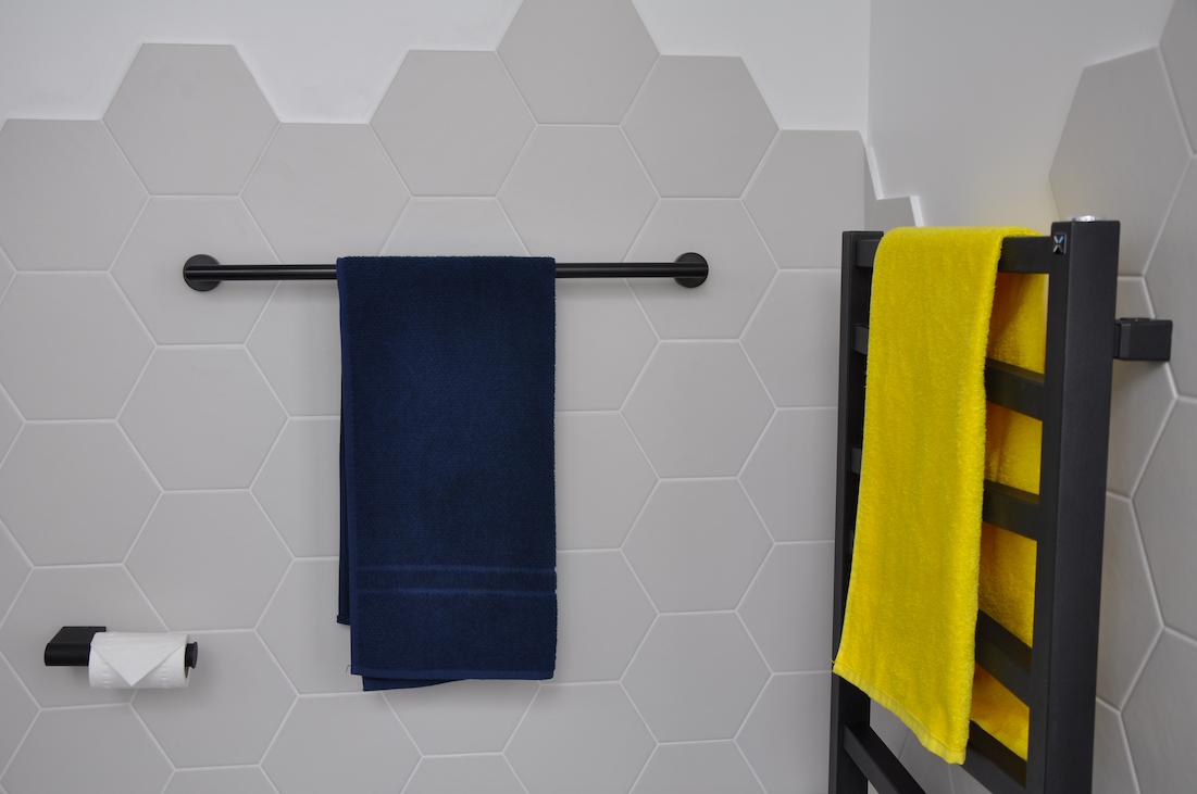 Radiator Voor Toilet : Black bathroom accessories black towel rail black radiator