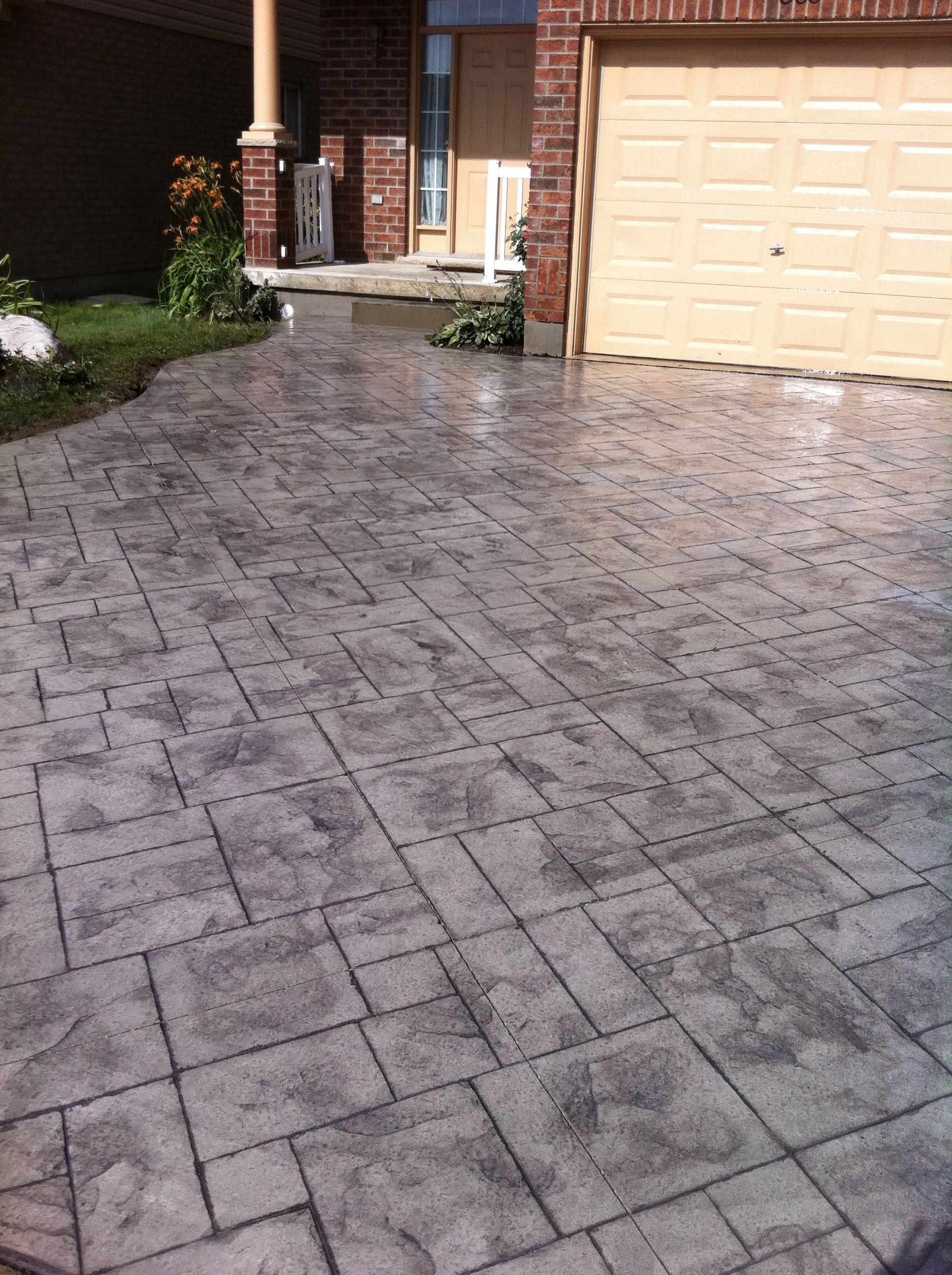 Grand Ashlar Slate Stamped Concrete Driveway In London
