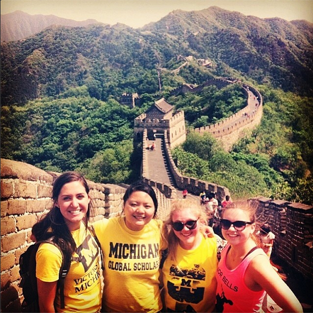 Awesome photo of our #Wolverines at the #GreatWall shared by @ratchelhatchel! Wherever you go, #GoBlue! #umich #umsocial #uofm #umichabroad