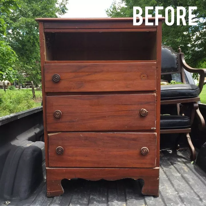 Take Your Neighbor's Broken Furniture & Do THIS! #diy #farmhouse #rustic #diyhomedecor #furnitureflip