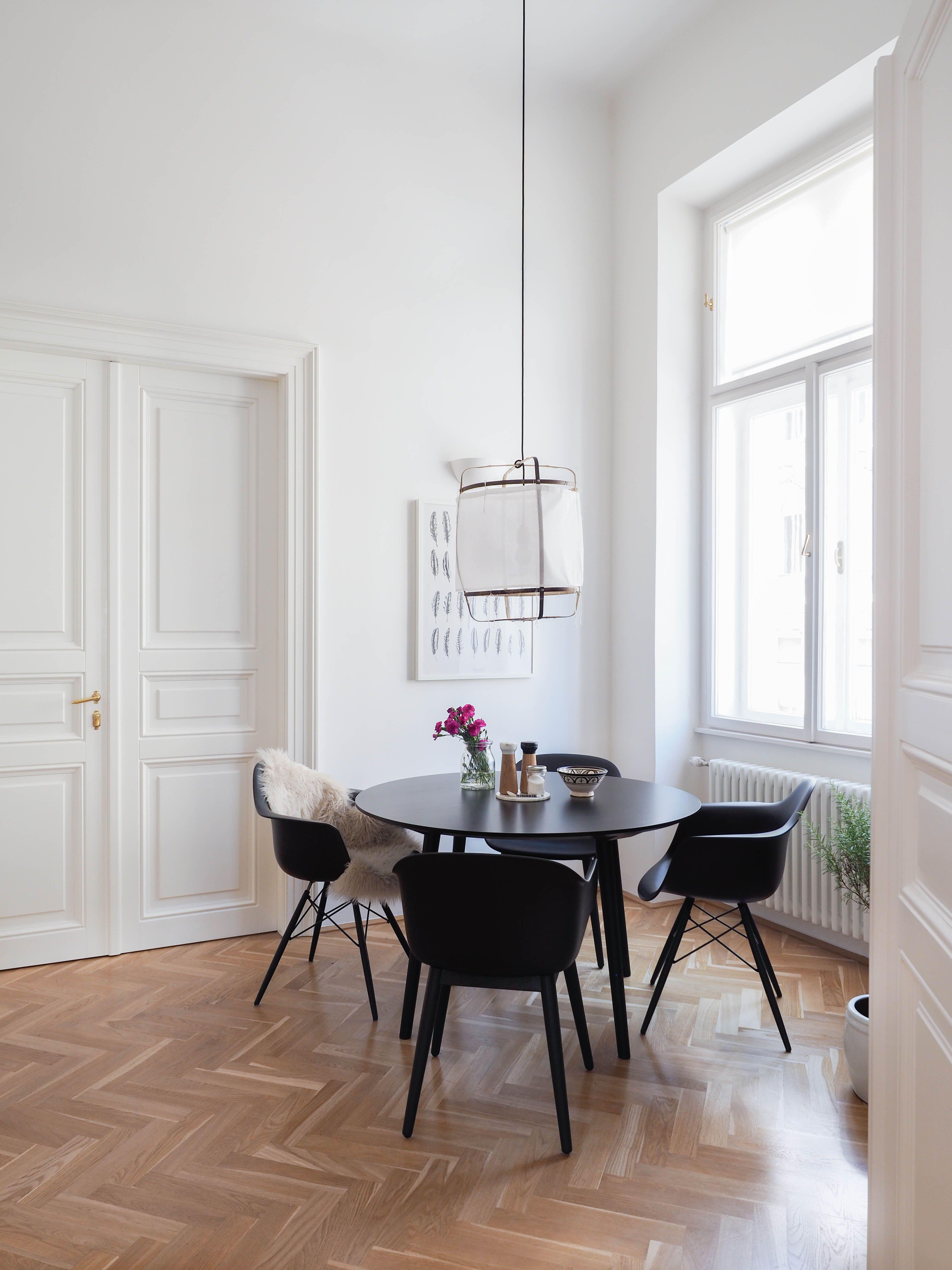 Vitra Eames Plastic Armchair Daw Ahorn Gelblich Weiss Filzgleiter Weiss Wohnung Einrichten Wohnen Zuhause