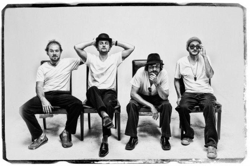 Best 12 Vroeger had Herman een muziek band/groep die The Rikketicks heette. Herman used to have a music band / group called The Rikketicks.