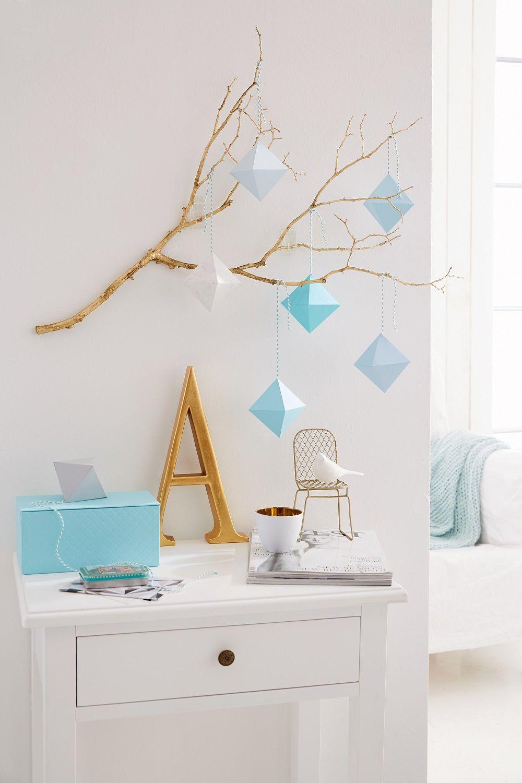 statt bild warum nicht einmal einen ast mit grafischen prismen an die wand h ngen sie werden. Black Bedroom Furniture Sets. Home Design Ideas