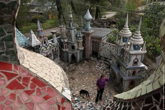 A retired couple from the suburbs of Artyom, Russia have worked for 16 years transforming an ordinary house into a fairy tale castle, using only junk materials found on the street and at a local landfill.