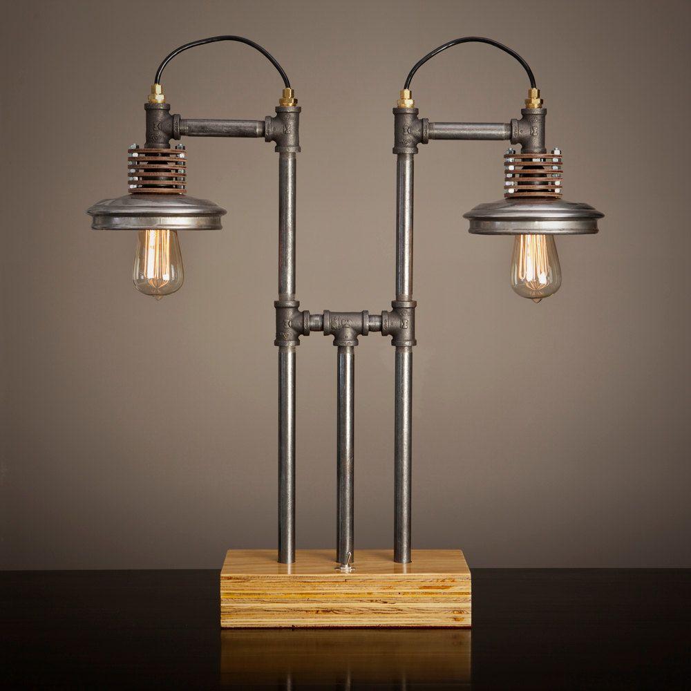 eisen pipe lampe mit holz basis von blinklab auf etsy. Black Bedroom Furniture Sets. Home Design Ideas