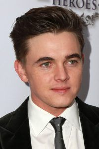 Mens Hairstyles For Round Faces Men Hairstyles For Round Faces  Round Face Hairstyles For Men