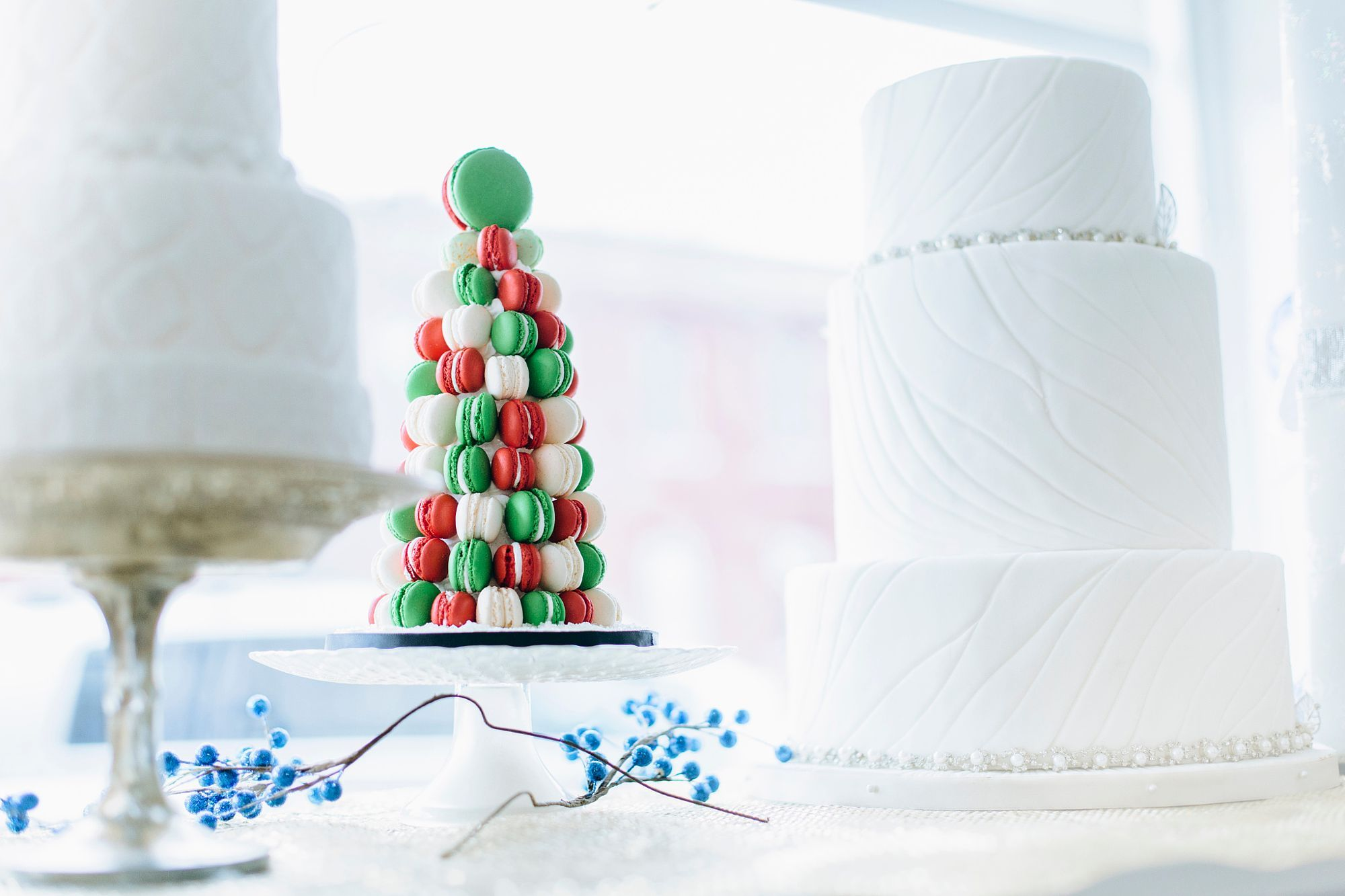 Macaroon and wedding cakes in bakery window by Gable Denims on 500px