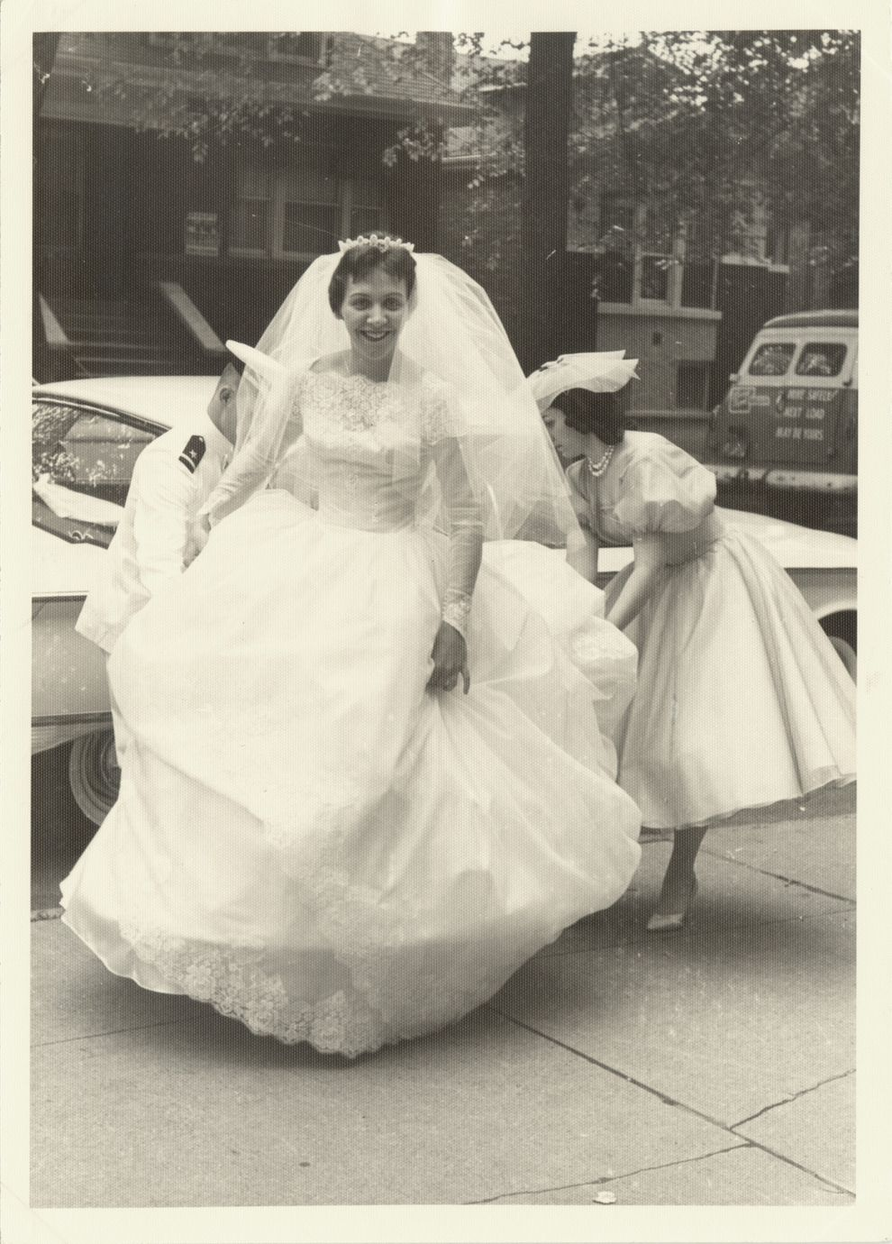 Getting some help with that skirt. | 60 Adorable Real Vintage Wedding Photos From The '60s