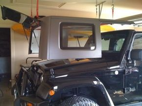 Cheap And Easy Hard Top Hoist Jkowners Com Jeep Wrangler Jk Forum This Can Be Done In About 30 Mins It Looks Like Very Easy And Che Jeep Stuff Jeep