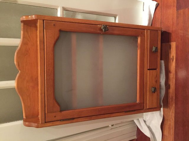 Armoire A Pharmacie Antique En Bois Commodes Armoires Longueuil Rive Sud Kijiji Kijiji Box Tv Stuff To Buy