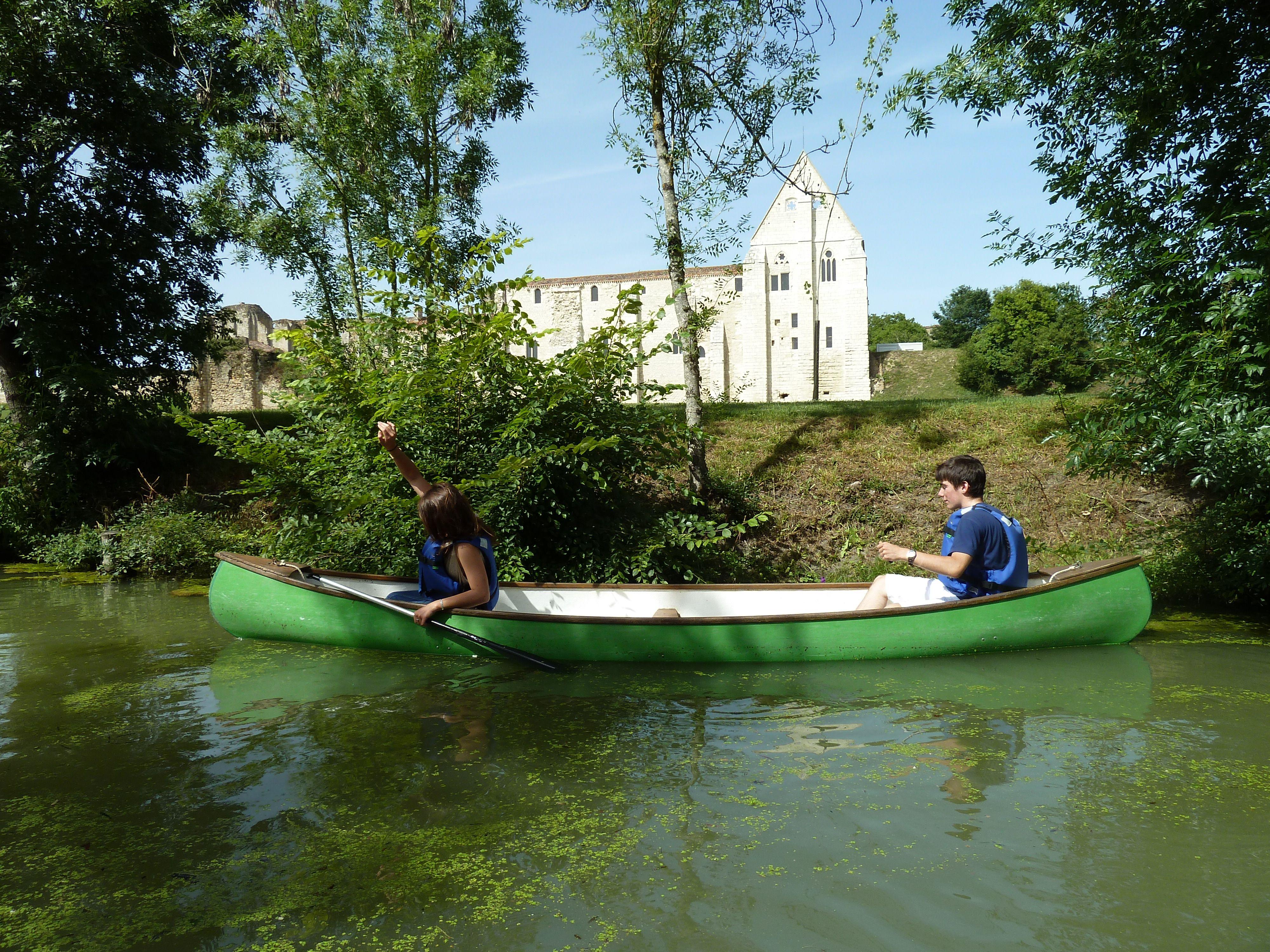 Abbaye de Maillezais vue du Marais Poitevin