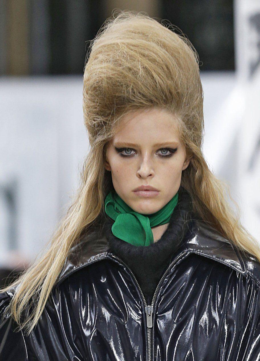 Frisurentrend 2018 Toupierte Haare Wie Bei Miu Miu Frisuren