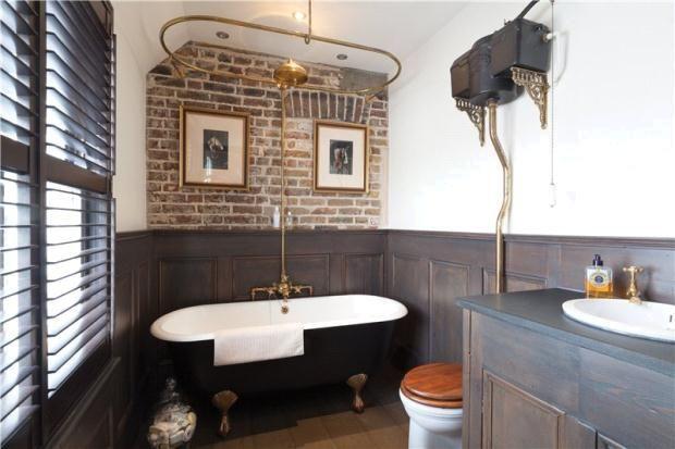 Black Roll Top Bath With Images Bathroom Interior Loft Bathroom Bathroom Top