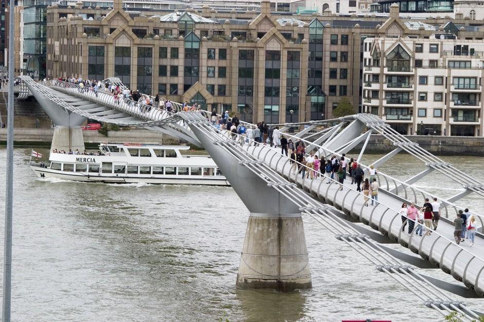Millenium Bridge Londres Inglerra Harry Potter Turismo Lugares
