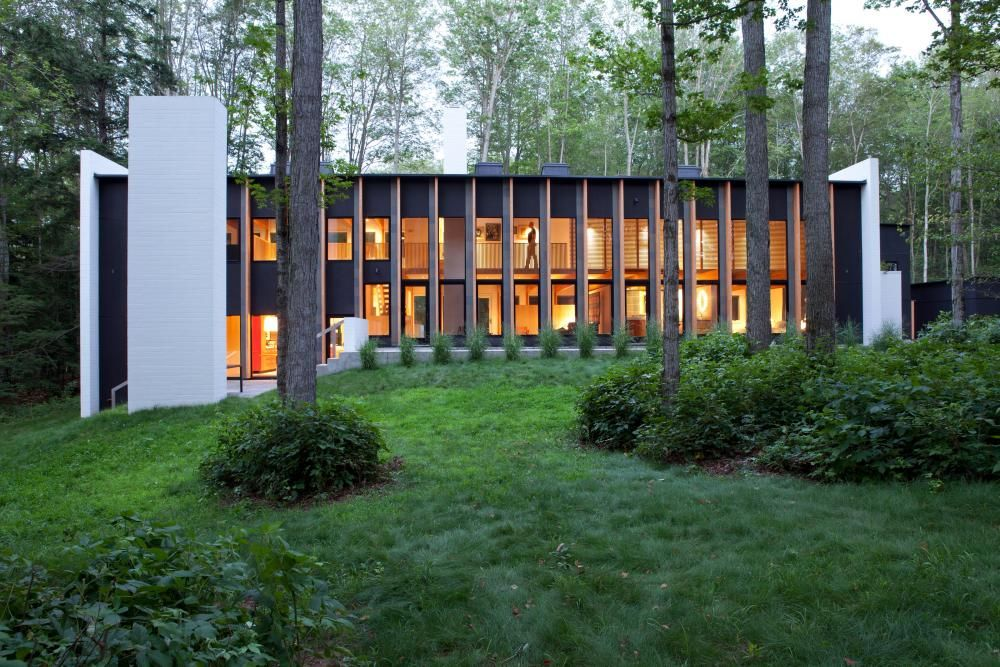 A Contemporary Lakeside Retreat Near Traverse City Sits Near Lake Michigan  In The Northwest Corner Of